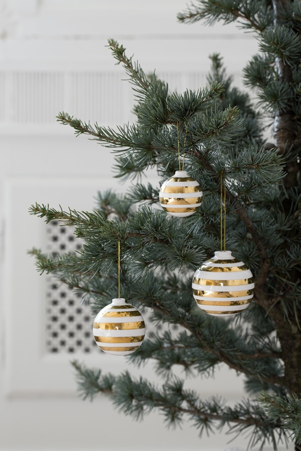 Omaggio Christmas Baubles Gold 1_High resolution JPG_232111