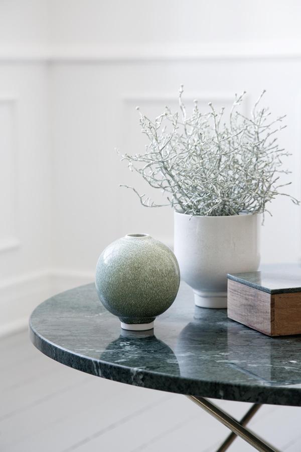 Unico Vase H125 Moss and Flower Pot H135 White 1B_High resolution JPG_232119