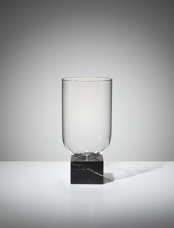 10-Podium-Cylinder-black-studio-01-782x1024