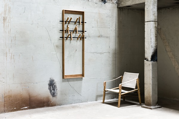 Nomad-chair-and-coat-frame3