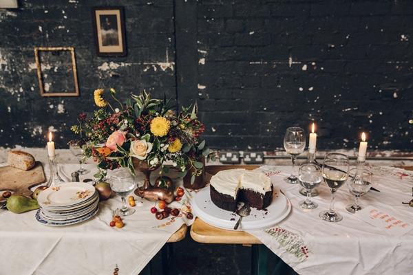 VaseToTable_dinner_party_flowers