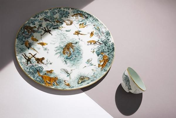 hermes-carnets-d-equateur-porcelain-paris-designboom-01-818x547
