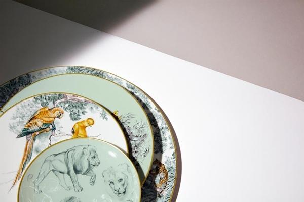 hermes-carnets-d-equateur-porcelain-paris-designboom-04-818x545