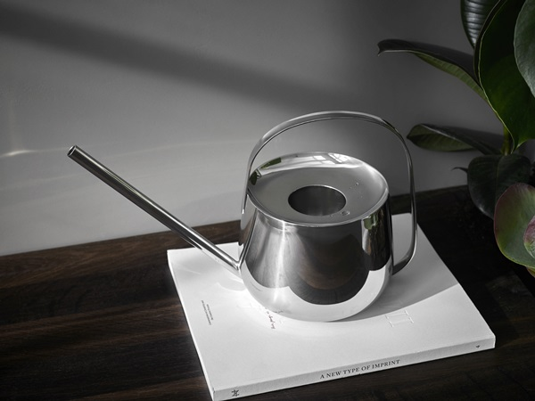 Well Watering can_Download 300dpi JPG (RGB)_267274
