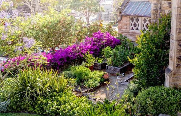 Gothic_Garden_Slide5-1240x800
