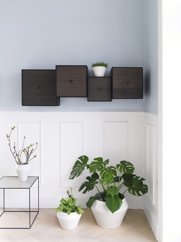 byLassen_Frame smoked oak_Twin table_Rimm flowerpot and vase_Lifestyle_High Res