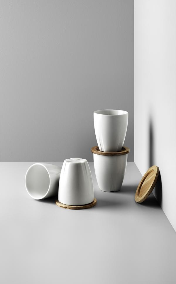 7091616_white mug with oak lid