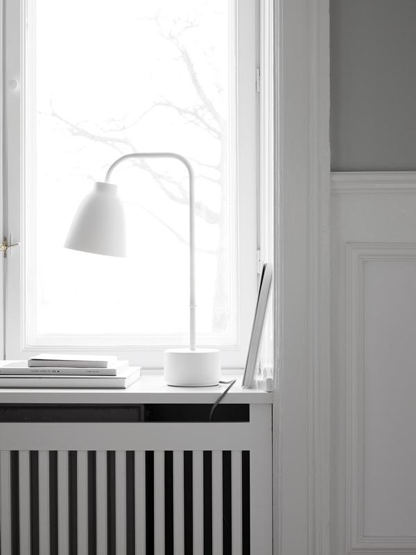 caravaggio-read-table-white-installation-27622