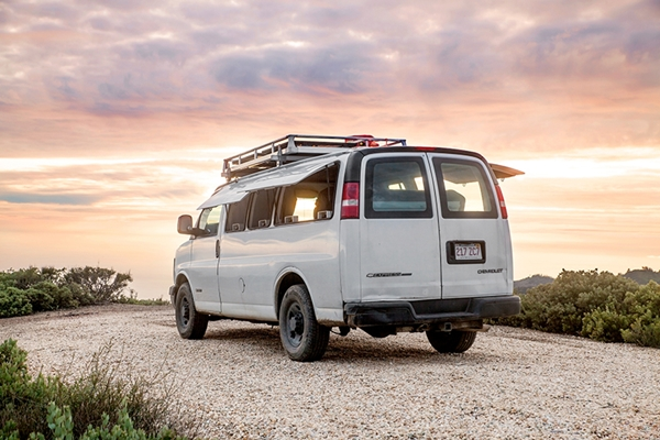 zach-both-chevy-cargo-van-mobile-filmmaking-studio-vanual-designboom-012