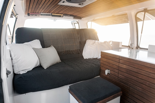 zach-both-chevy-cargo-van-mobile-filmmaking-studio-vanual-designboom-09