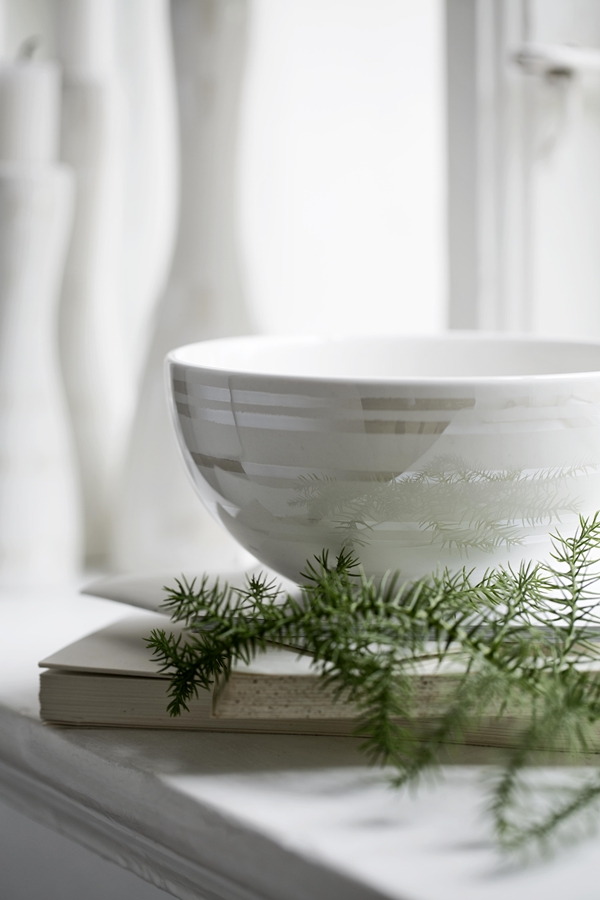 Omaggio_christmas_bowl_white_pearl__High resolution JPG_296200