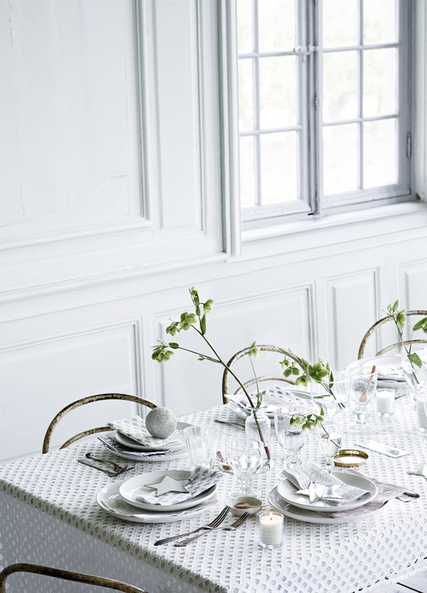 tablecloth-in-new-design-with-the-beautiful-serv-tableware_high