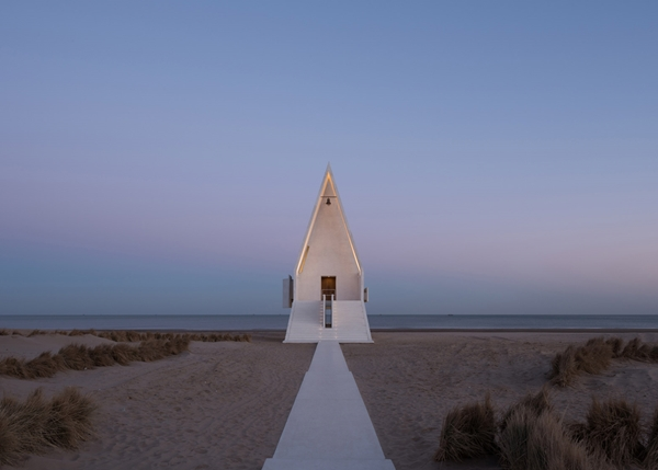 seashore-chapel-beidaihe-new-district-china-beijing-vector-architects-religion-beach-church-light_dezeen_1568_12