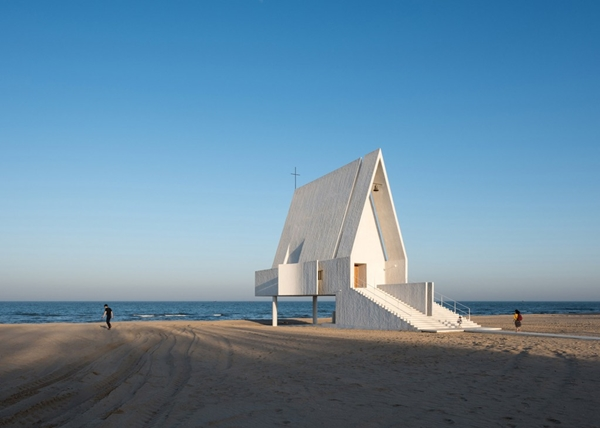 seashore-chapel-beidaihe-new-district-china-beijing-vector-architects-religion-beach-church-light_dezeen_1568_2-1024x731