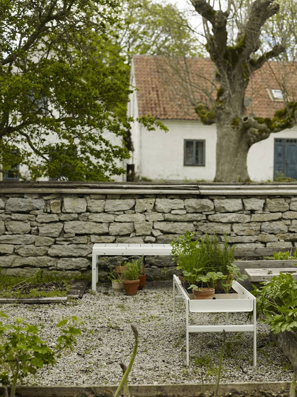 1506007 Reform Bench and Table, Silver White 03