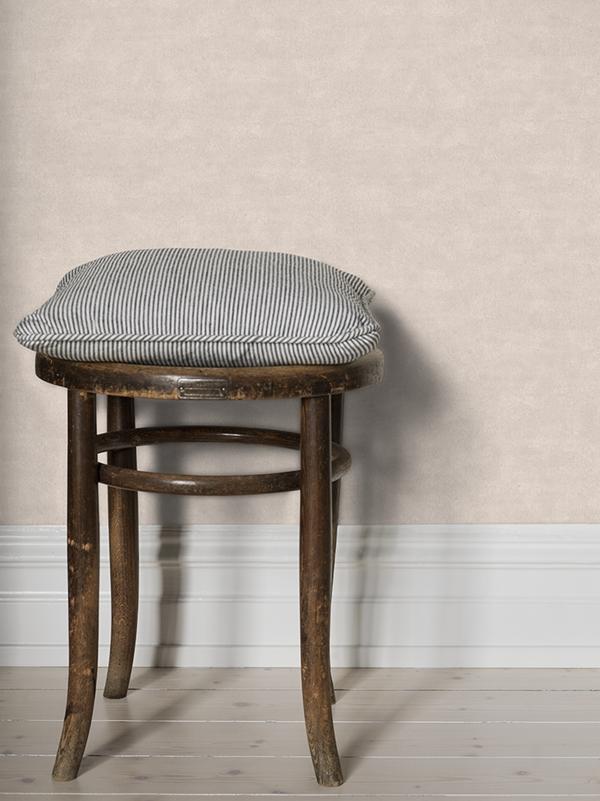 Shades of chalk_chair_4692