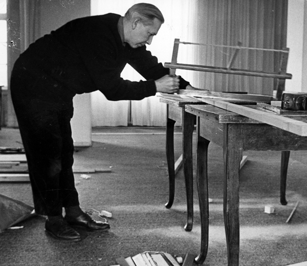Hans J. Wegner Working