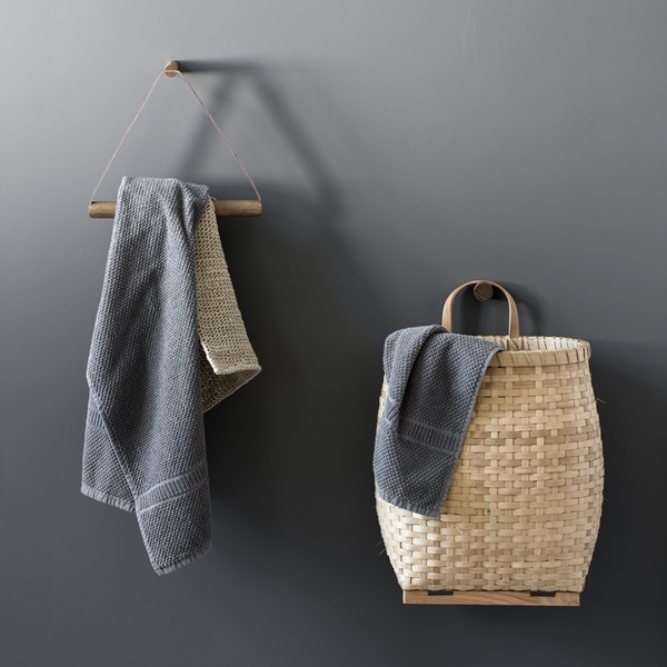 bywirth-towelhanger-woodknot-smoked-1_1