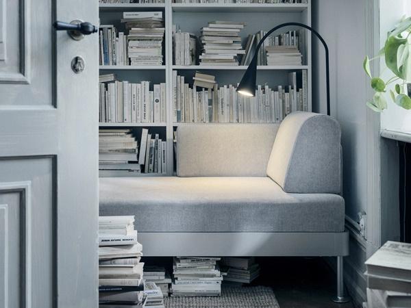 IKEA_DELAKTIG_schaslong_med_armstod_Tallmyra_vit_svart_PH148116