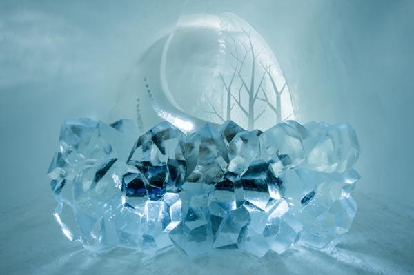 Art suite -Radiance Natsuki Saito & Shingo Saito  ICEHOTEL 28  Photo by - Asaf Kliger