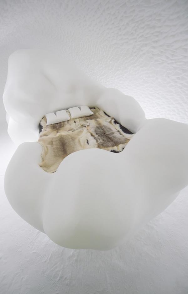 Art suite - Wandering Cloud Lisa Lindqvist  ICEHOTEL 28  Photo by - Asaf Kliger