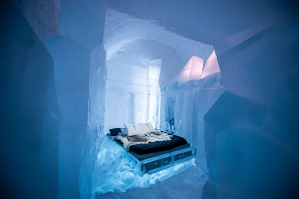 Deluxe suite- 34 meters artists- Luca Roncorong & Dave Ruane, icehotel 365 - by Asaf Kliger