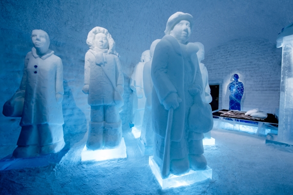 Deluex suite: The invisible (invicible) army artists: Nina Hedman& Lena Kriström. ICEHOTEL 365
