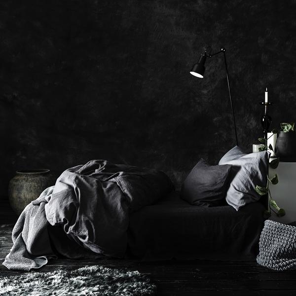 Bed linen dark