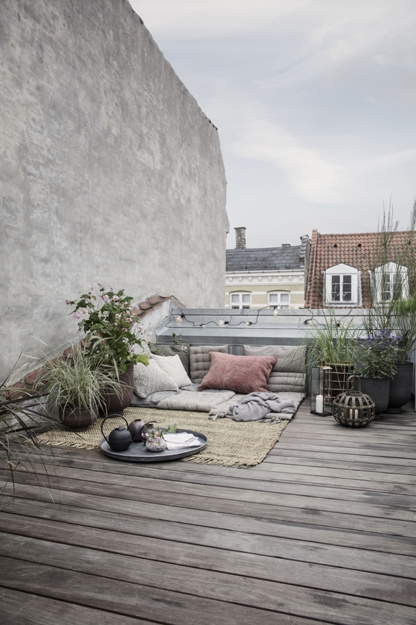 hd_ss18_rooftoplounging03_ch