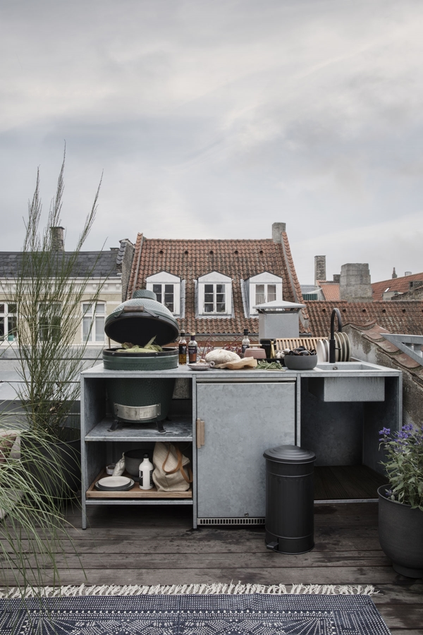 hd_ss18_rooftoplounging09_ch