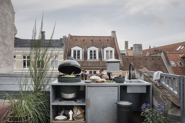hd_ss18_rooftoplounging10_cw