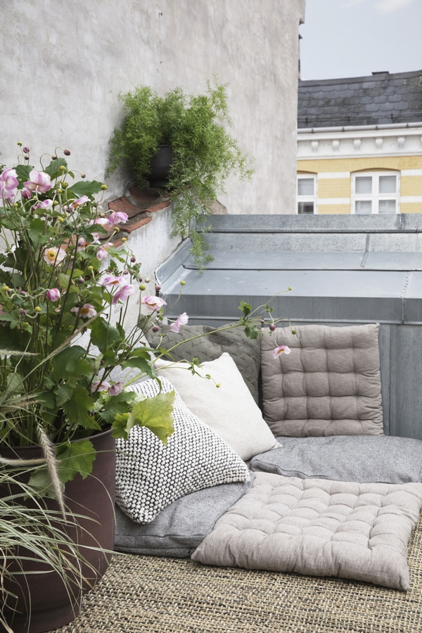 hd_ss18_rooftoplounging14_ch