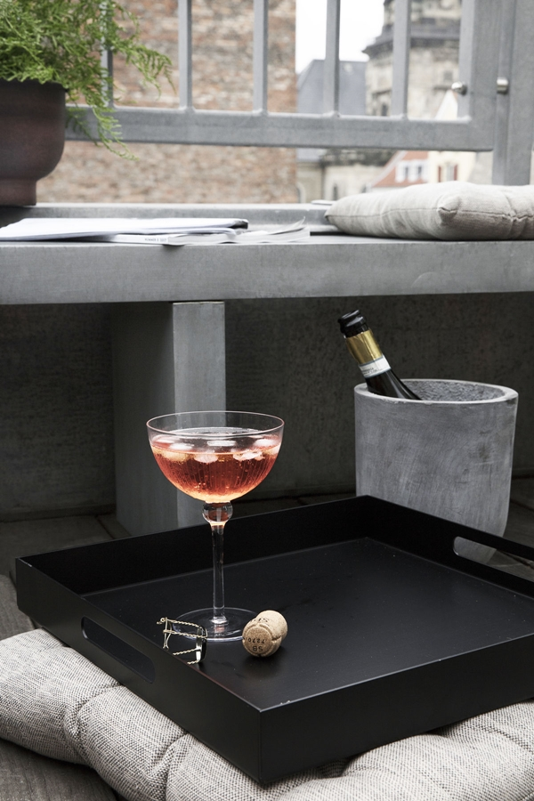 hd_ss18_rooftoplounging16_ch