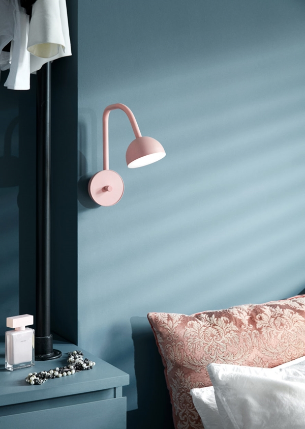 Blush_pink_bedside-Northern_Photo_Chris_-Tonnesen-Low-res-890x1250