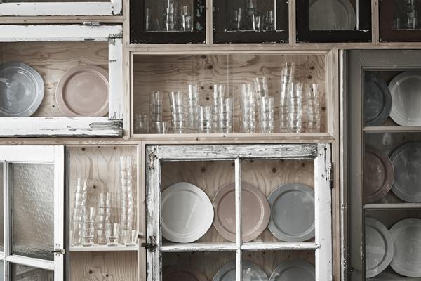IKEA_INDUSTRIELL_tallrik_vit_gra_rosa_PH150043