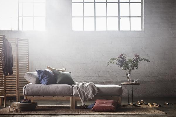IKEA_HJARTELIG_fotpall_kuddfodral_plad_avlastningsbord_skarmvagg_PH149916