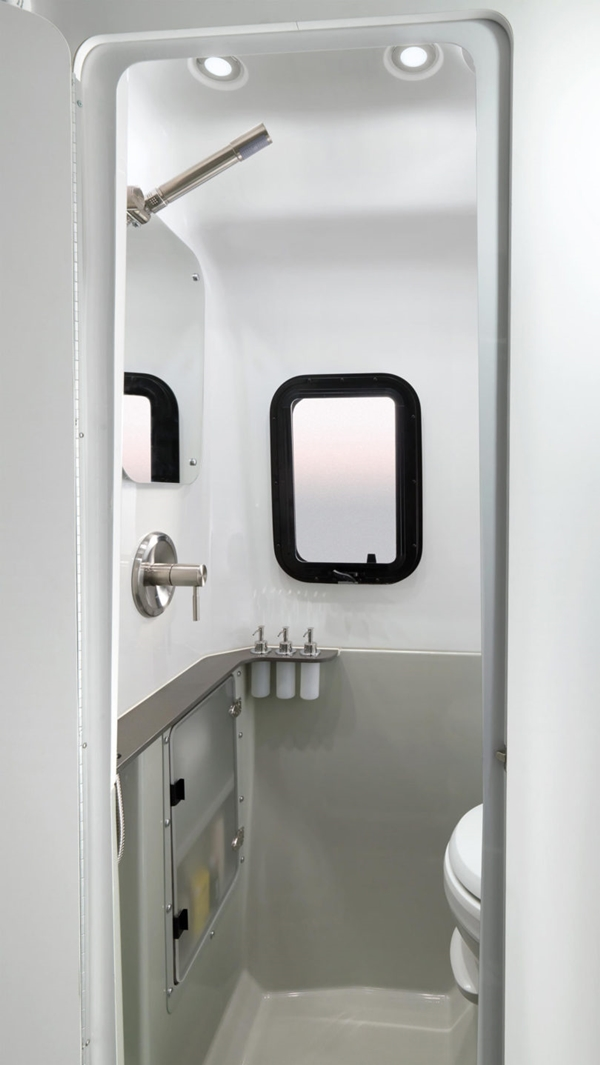 Airstream-Nest-Trailer-9-lav-810x1438