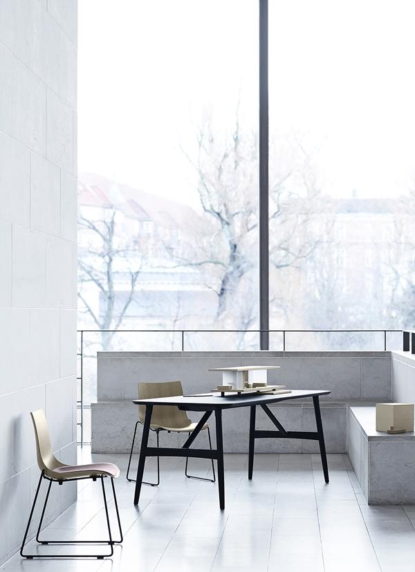 Ascalon_BA101-Preludia-Table-Oak-Black_BA003-Sled-Oak_Black-Frame_Fjord151-1