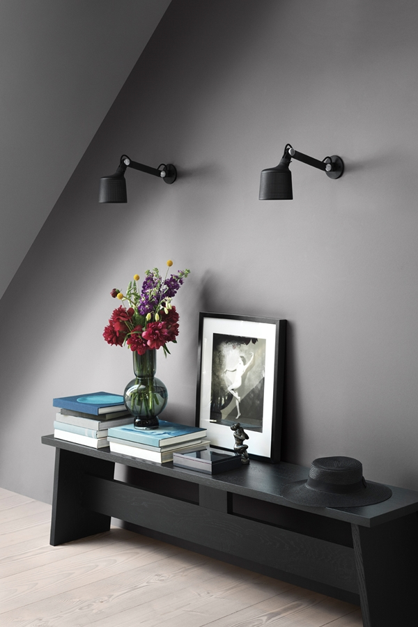 vipp-523-wall-lamp-small-lifestyle-1-low
