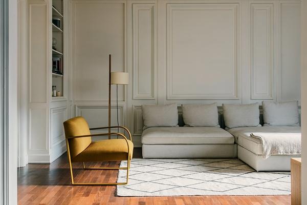 Arper_Arcos_armchair_sled_upholstery_PrivateResidence_ph-SalvaLopez_6101_1