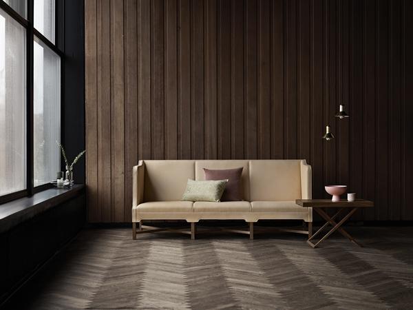 Klint_KK41181-Sofa-Walnut-Sif90_MK98860-Coffe-Table-Walnut_Confetti-brass