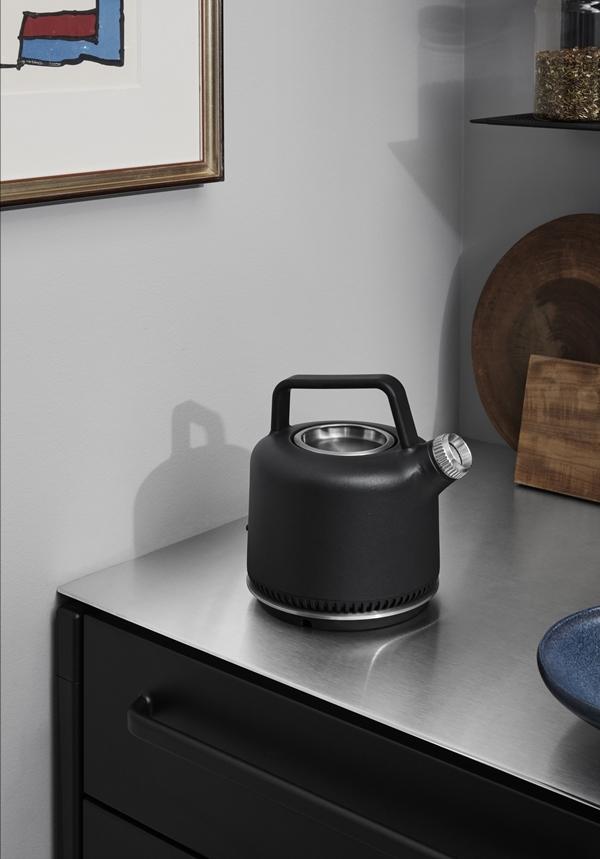 vipp-501-kettle-lifestyle-2-high