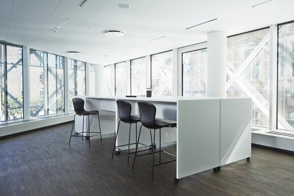 Montana_Office_Reference_DanskIndustri_Monterey_bartable_White