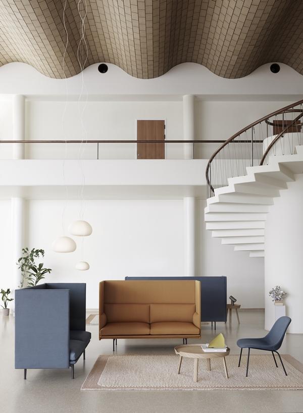 Outline-highback-pebble-fiber-lounge-around-fluid-beam-muuto-org