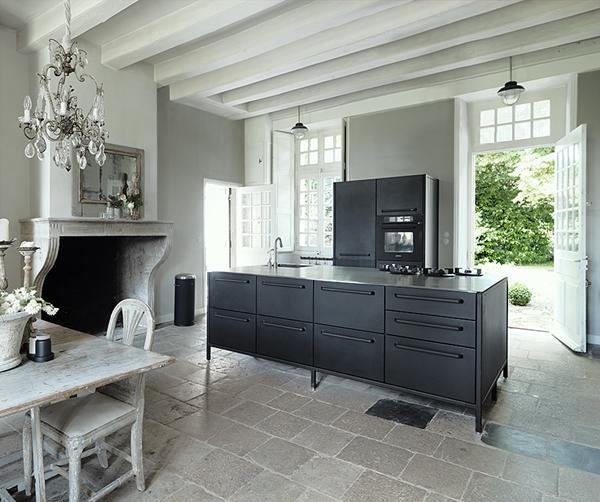 Kitchen02_vipp_nantes_redcopy